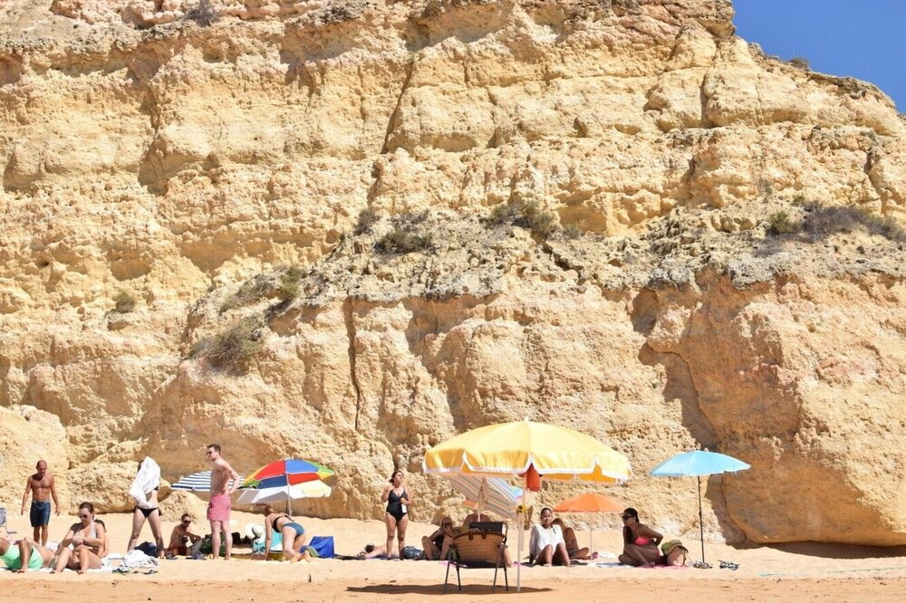 Cliffs-praia-dos-caneiros.jpg