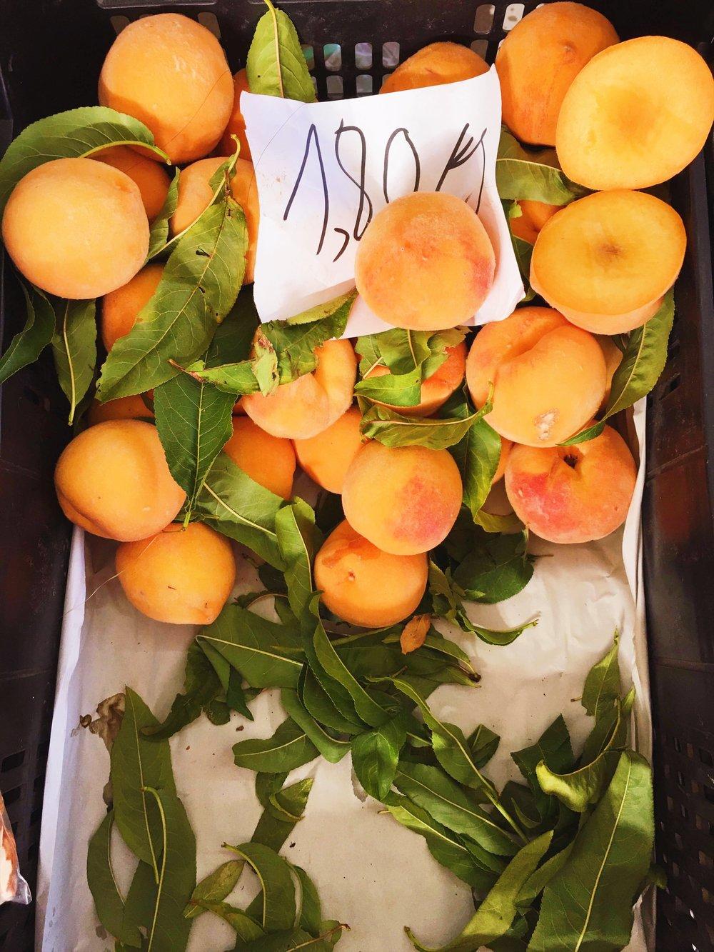 Peaches-farmers-market.jpg