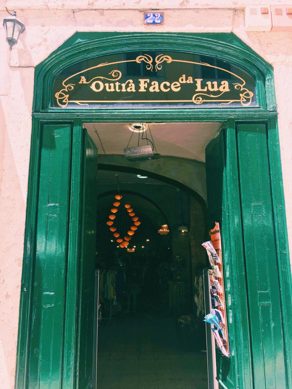 Best-vintage-shop-Lisbon.jpg
