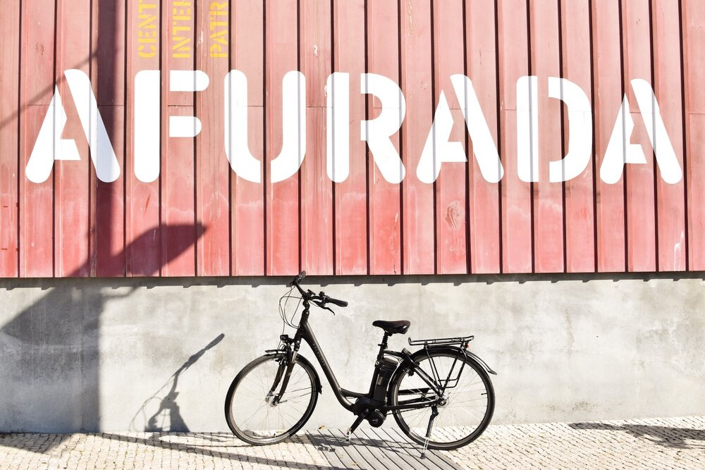 Bike-afurda-red-wall.JPG