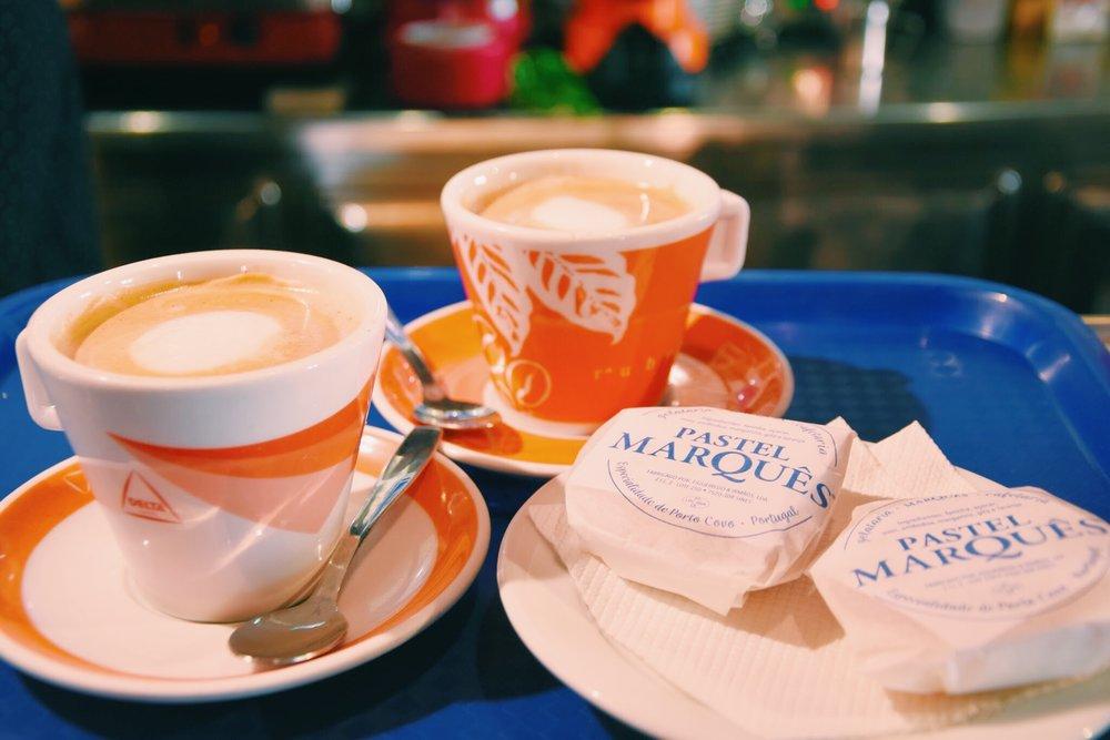 Cafe meia de leite e Pastel Marquês | Gelataria Marquês