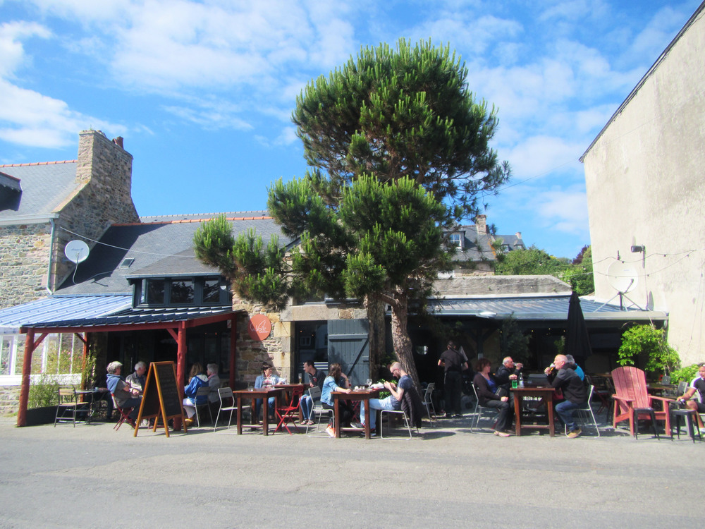Cycle-touring-brittany-france.jpg