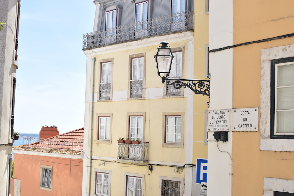 Find-accommodation-in-Lisbon.JPG