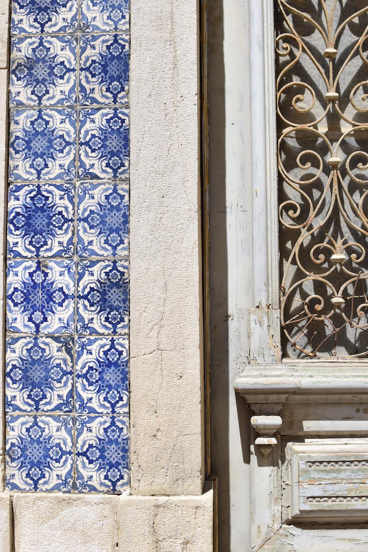 Lisbon-blue-tiles.JPG