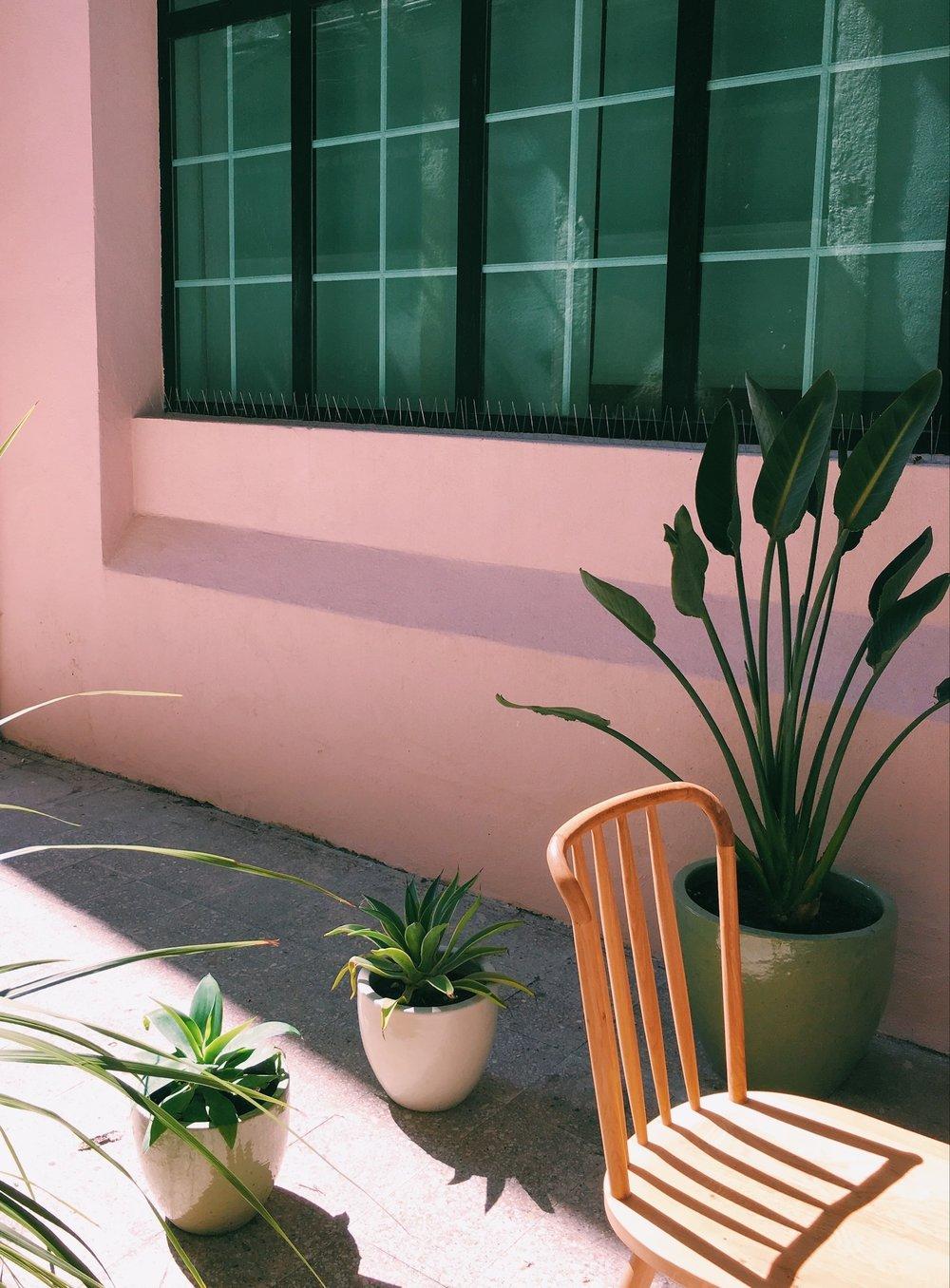 Pink-cafe-lisbon.jpg