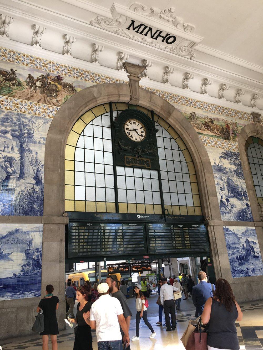 Sao-Bento-railway-station.jpg